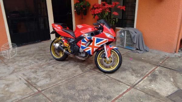 Daytona 675 moto inglesa todo pagado -04