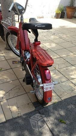 Motocicleta vespa piaggio -83