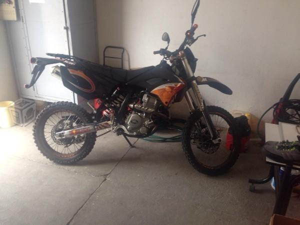 Vendo moto doble propósito -12